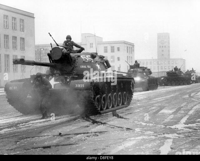 army training 1960 stockfotos army training 1960 bilder alamy. Black Bedroom Furniture Sets. Home Design Ideas