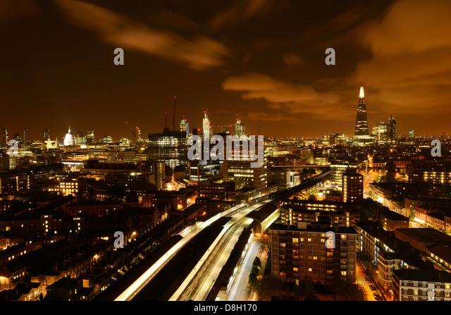 London Luft Nachtansicht von Waterloo Station in Richtung der Stadt. London, England, Vereinigtes Königreich. Stockbild