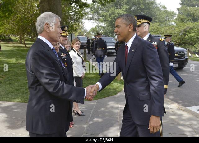 US Präsident Barack Obama ist herzlich willkommen, Arlington Staatsangehörig-Kirchhof von US-Verteidigungsminister Stockbild