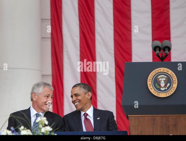 US-Präsident Barack Obama und US-Verteidigungsminister Chuck Hagel teilen einen lachen, bevor der Präsident Stockbild