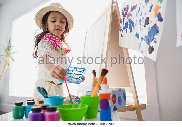 Mädchen, die vorgibt, Künstler Stockbild
