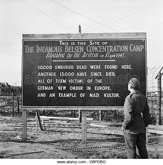 Die Befreiung des Konzentrationslagers Bergen-Belsen, Mai 1945 BU6955. Stockbild