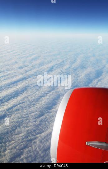 Flugzeug über Wolken Stockbild