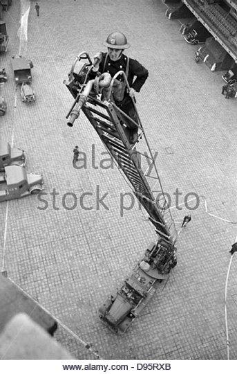 Mitglieder der Hilfsorganisationen Feuerwehr Ausbildung in Londoner Feuerwehr zentrale im Jahr 1940. D2646 Stockbild