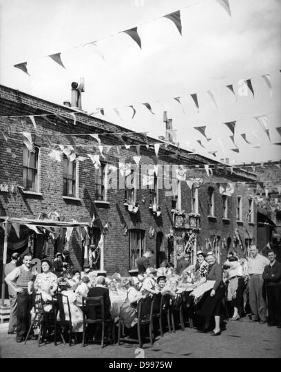 1953-Straßenfest in England anlässlich der Krönung von Königin Elizabeth II Stockbild