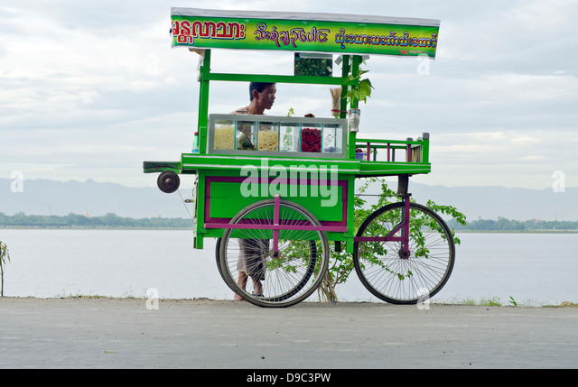 Süßwaren Hersteller, U-Bein Brücke, Amarapura, Birma Stockbild