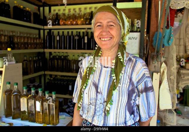 Türkische Dame Verkauf von lokalen produzieren, Sirince, Anatolien, Türkei Minor, Eurasien Stockbild