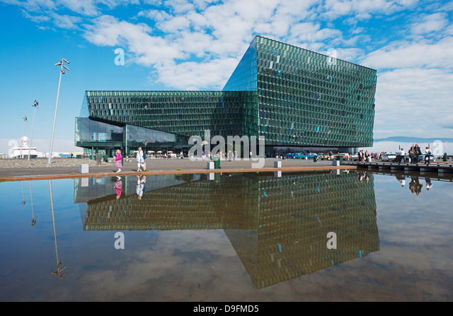 Harpa Konzerthaus und Konferenzzentrum, die Glasfassade von Olafur Eliasson entworfen und Henning, Reykjavik, Island Stockbild