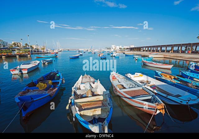Hafen direkt am Meer, Bari, Apulien, Italien Stockbild