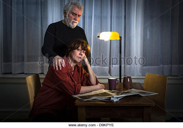 Beruhigende Frau Mann Stockbild