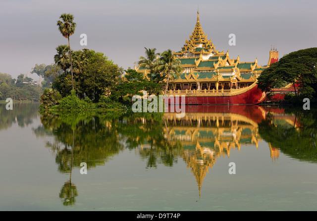 Karaweik, Kandawgyi See, Yangon, Myanmar (Burma) Stockbild