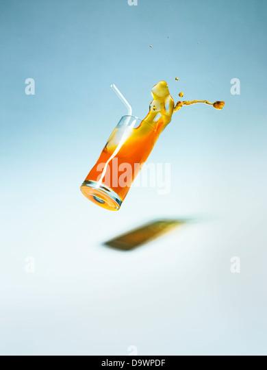 fallende Getränk Stockbild