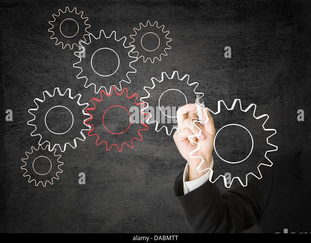 Geschäftsmann Zeichnung Zahnräder - Vernetzung oder Kooperationskonzept Stockbild