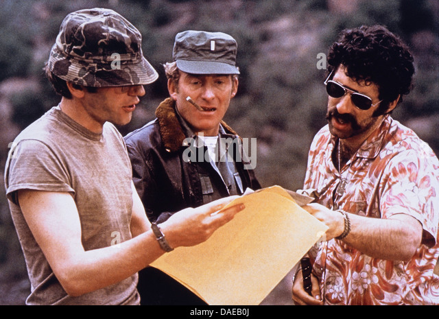Elliott Gould und Donald Sutherland, am Set des Films, MASH, 1970 Stockbild