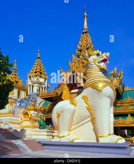 Südportal der Shwedagon-Pagode, das bedeutendste sakrale Bauwerk und religiöses Zentrum des Landes, Burma, Stockbild