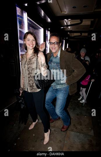 Coronation street ist Kate Ford und Jimmi Harkishin Stockbild