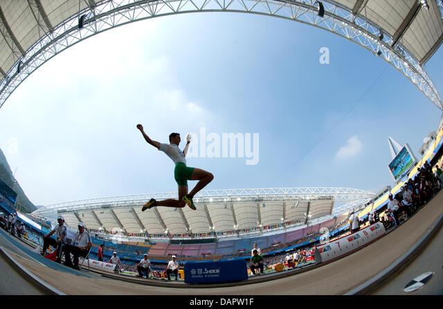 Fabrice Lapierre aus Australien konkurriert in der Herren Weitsprung-Qualifikation bei der 13. IAAF Weltmeisterschaften Stockbild