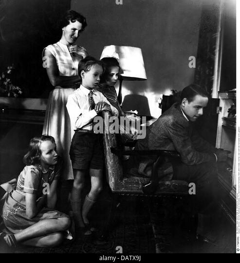 Rundfunk, Fernsehen, Familie vor dem Fernseher, 1950er Jahre, 50er Jahre, 20. Jahrhundert, historische, historischer, Stockbild