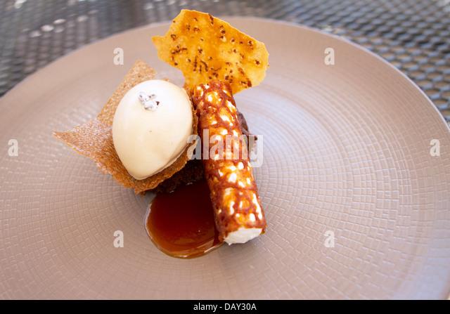 Fine Dining Dessert in der Hand & Blumen Pub und Restaurant, Marlow. Stockbild