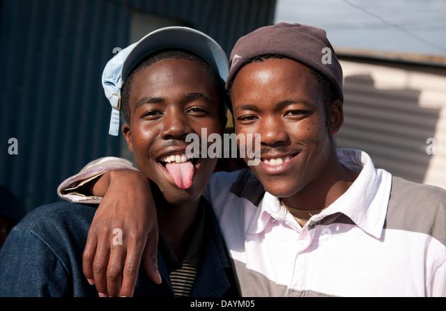 Jungen, Khayelitsha Township in Kapstadt, Südafrika Stockbild