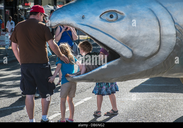 Eine riesige Aluminium-Lachs in Ballard Seafood Festival in Seattle Stockbild
