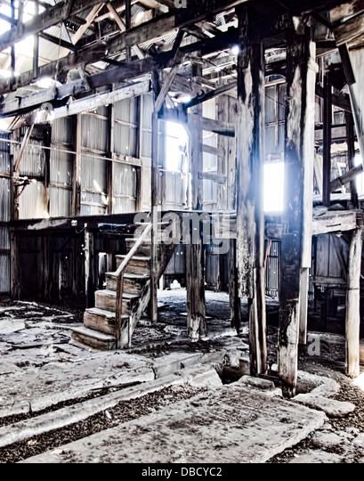 Scheune Gebäude Junk-haunted hellem Holz zu verlassen Stockbild