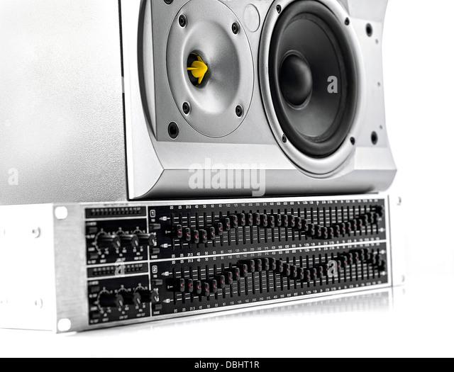 Bedienfeld des einen Grafik-Equalizer und Lautsprecher auf weiß Stockbild