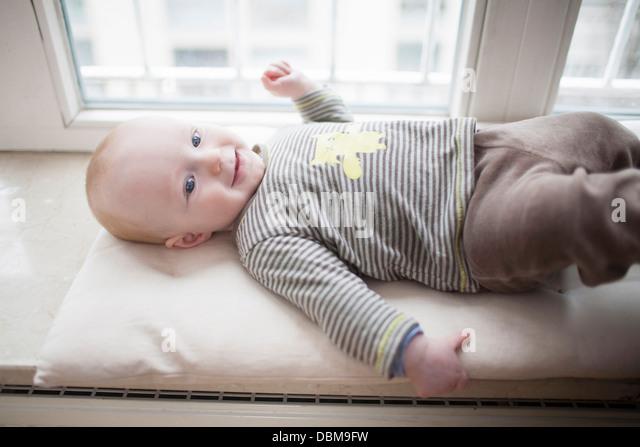 Baby Boy auf Rücken liegend, München, Bayern, Deutschland Stockbild