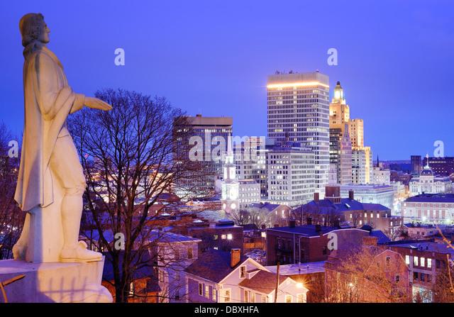 Providence Rhode Island Skyline mit Roger Williams-Denkmal. Stockbild