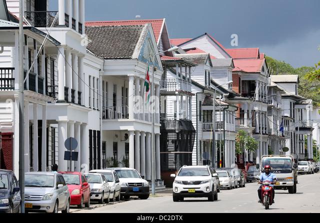 Niederländischen kolonialen Häuser an der Waterkant Street (Waterfront) in Paramaribo, Suriname, Südamerika Stockbild