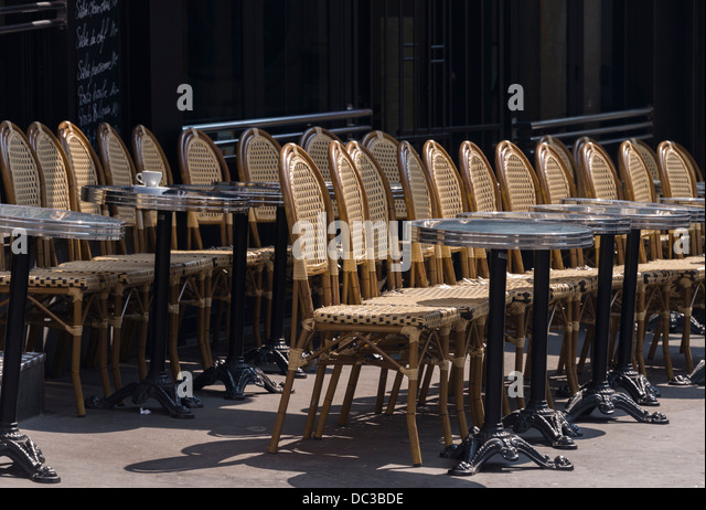 french restaurant chairs stockfotos french restaurant chairs bilder seite 9 alamy. Black Bedroom Furniture Sets. Home Design Ideas