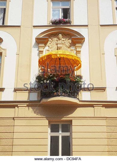 Balkon Sonnenschirm Sommer Stockbild