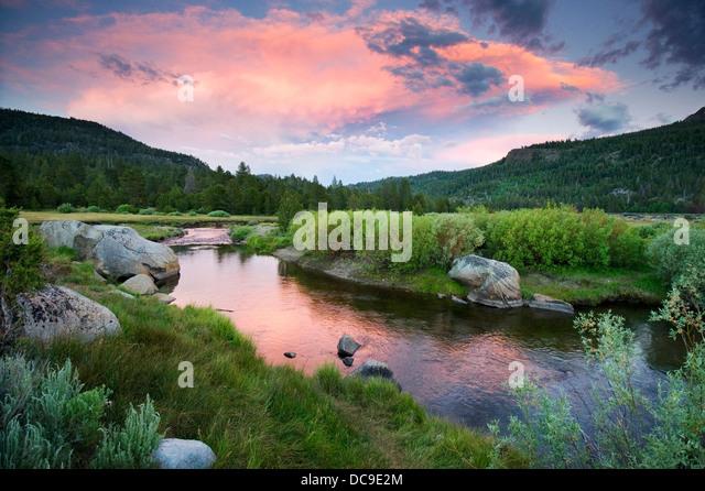 Einen wunderschönen Sonnenuntergang über der West Fork des Carson River in Hope Valley in der Nähe Stockbild