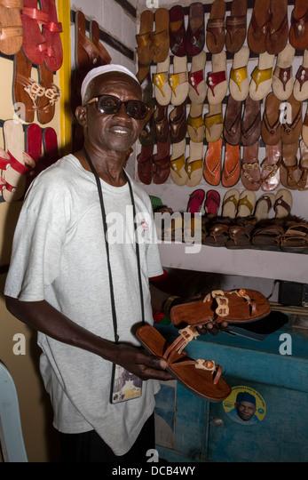shoe salesman stockfotos shoe salesman bilder alamy. Black Bedroom Furniture Sets. Home Design Ideas