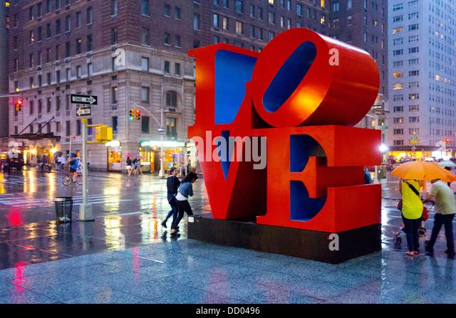Liebe-Skulptur von Robert Indiana in New York City Stockbild