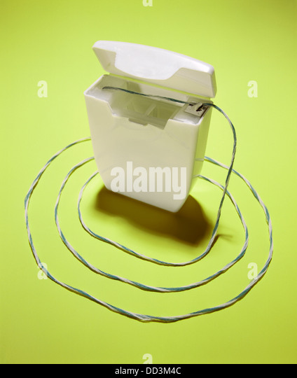 Zahnseide Schnur um einen weißen Container. Stockbild