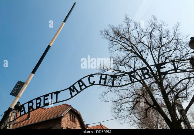 Melden Sie sich am Eingang zum KZ Auschwitz Nazi, Polen. Stockbild