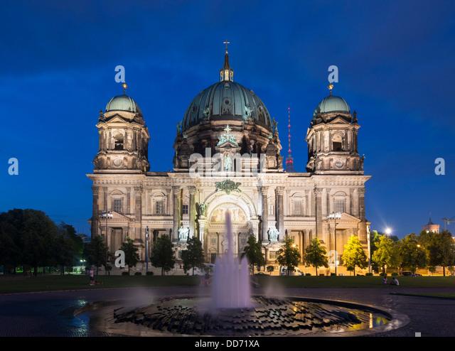 Nachtansicht der Berliner Dom oder Dom auf der Museumsinsel oder Museumsinsel In Berlin-Deutschland Stockbild