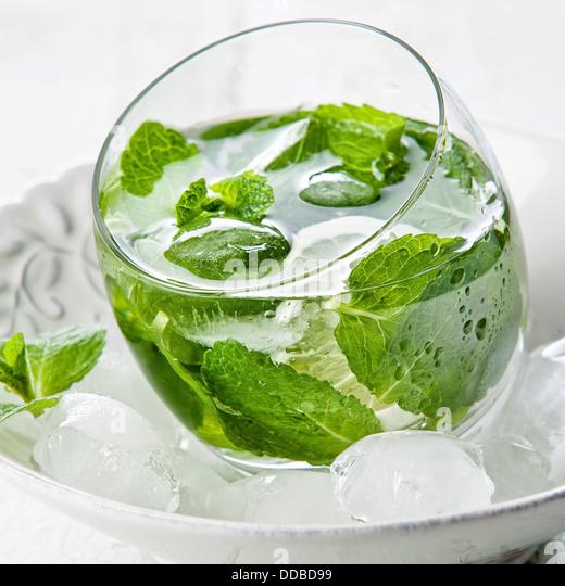 Frische Minze Drink mit Eis Stockbild