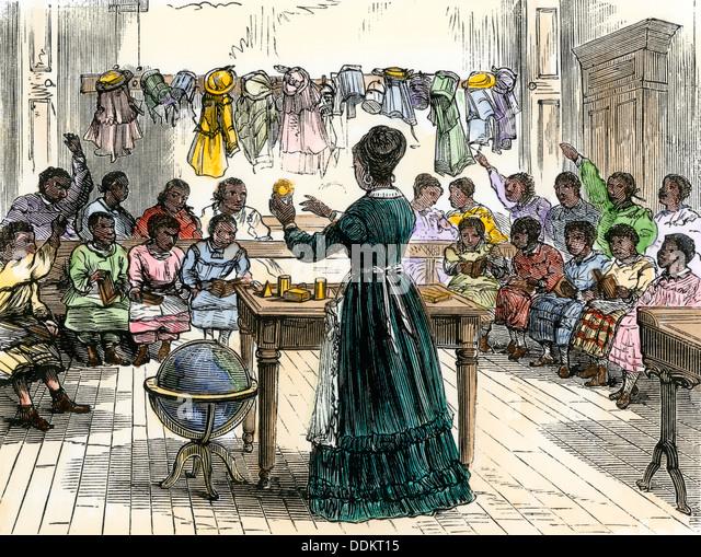 """Lehre wehrt sich gegen Kinder in eine """"farbige Schule"""", New York City, 1870. Stockbild"""