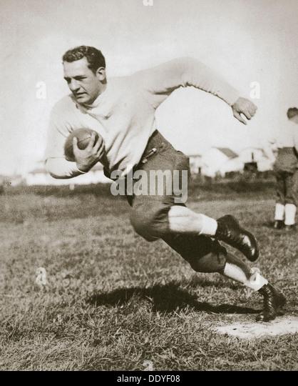 Harold Edward 'Rot' Grang, Spieler des amerikanischen Fußballs, Mitte der 1920er Jahre. Künstler: Stockbild