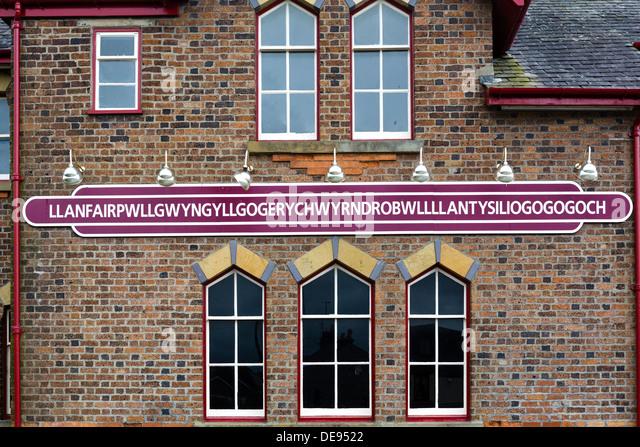 Bahnhof Zeichen für längste Ortsname in Großbritannien, Llanfairpwllgwyngyllgogerychwyrndrobwllllantysiliogogogoch, Stockbild