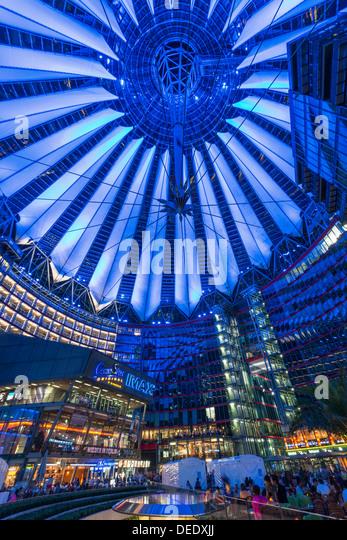 Nachtansicht des Sony Centers in Berlin Deutschland Stockbild