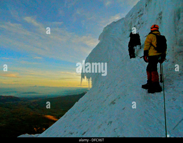 Bergsteiger auf den Hängen des Vulkans Cotopaxi, Ecuador Stockbild