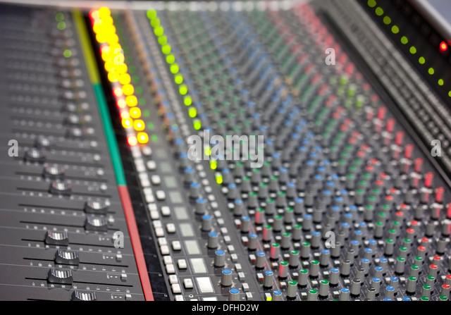 Große Musik-Mixer Schreibtisch im Tonstudio. Closeup Stockbild