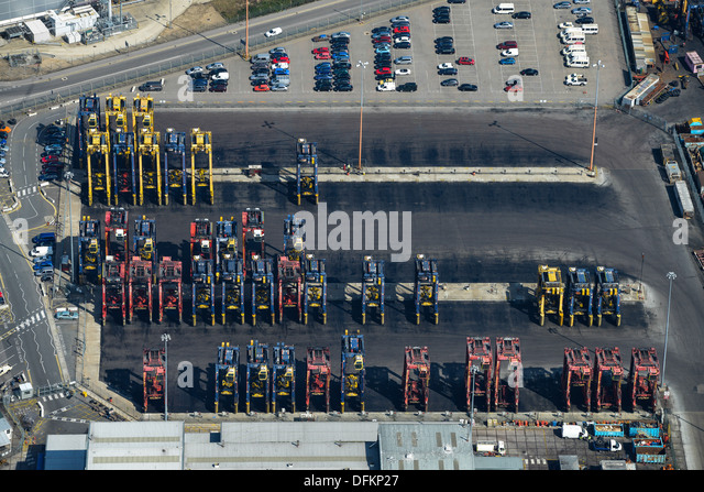 Luftaufnahme von Kranen in Southampton Docks Stockbild