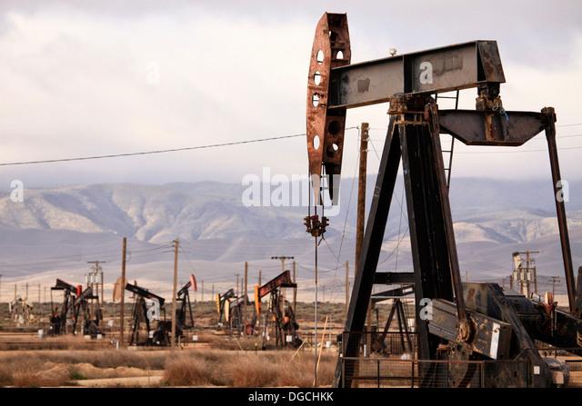 Bohrtürme in Ölquelle, California Stockbild