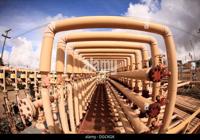 Kraftstoffleitungen im Ölfeld Stockbild