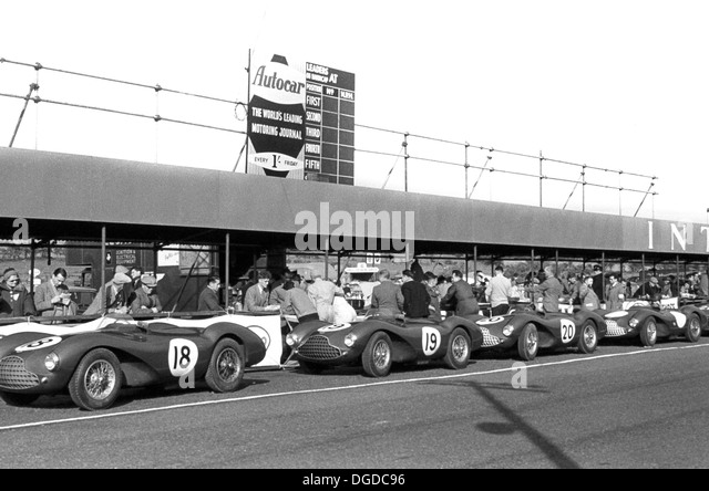 Nr. 18 Aston Martin DB3S. Nr. 19 Salvadori/Poore DB3S. Nr. 20 Gewinner Collins/Griffith DB3S. Gruben, Dundrod TT, Stockbild