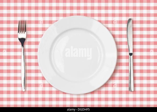 leere Abendessen Platte Draufsicht auf rosa Picknick Tischdecke Stockbild